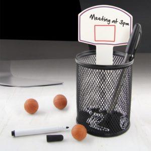 Set de bureau basketball avec pot à crayon et trois ballons-gommes