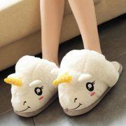 chaussons peluche licorne